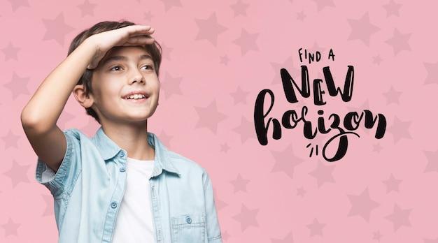 Найти новый горизонт молодой симпатичный мальчик макет