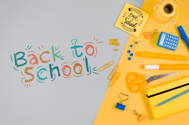 カラフルな物資と一緒に学校に戻るフラット
