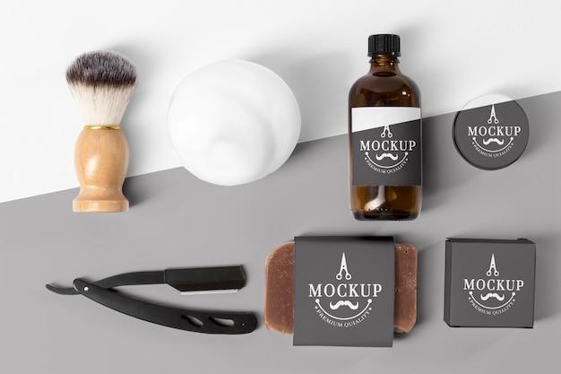 Lay piatto di strumenti da barbiere
