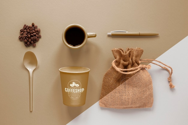 フラットレイコーヒーのブランディングアイテムの配置
