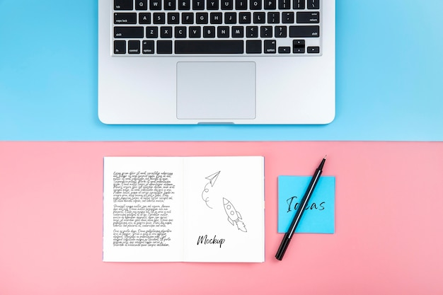 Flat lay of desk surface with laptop and sticky note