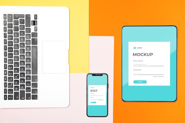 Плоский макет цифрового планшета и мобильного телефона