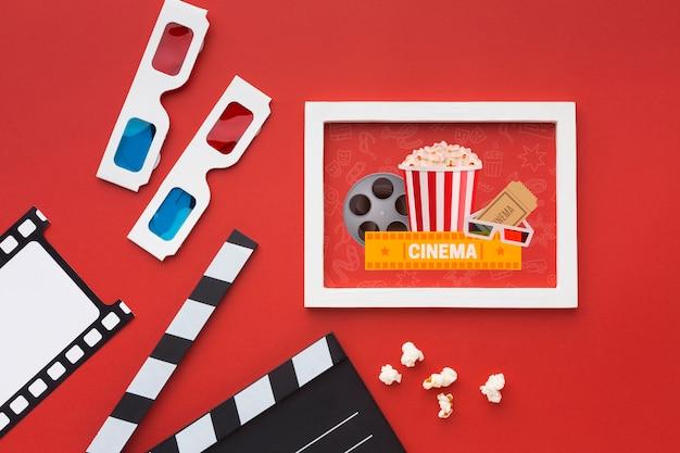 フラットレイモックアップ映画クラッパーボードとメガネ