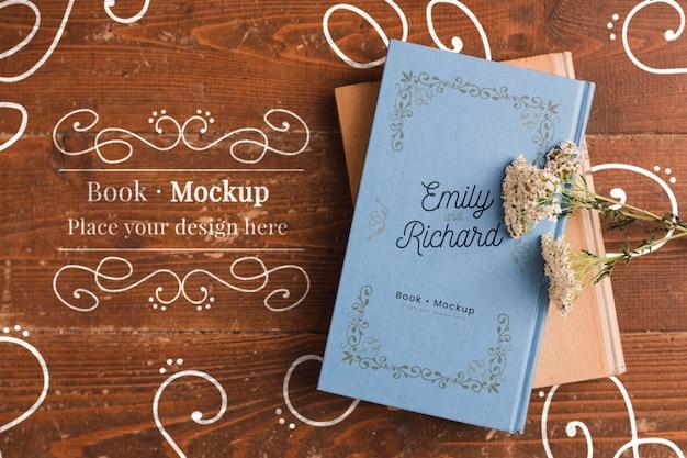 Плоская раскладка книги с цветами