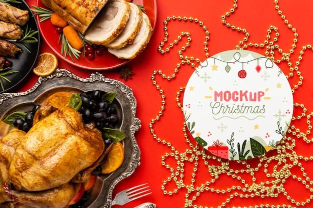 おいしいクリスマス料理のモックアップのフラットレイ