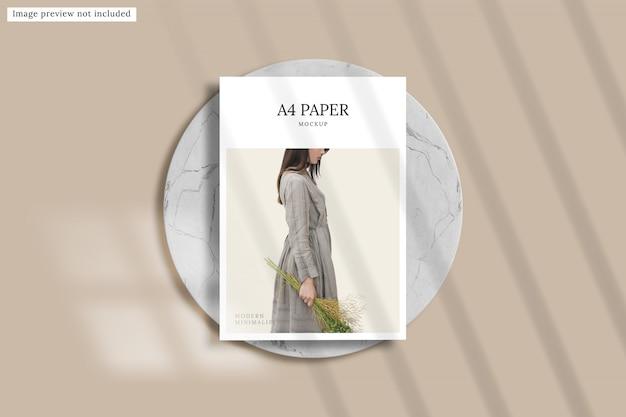 紙のモックアップのフラットレイアウト