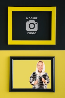 写真用の長方形のフレームのフラットレイ