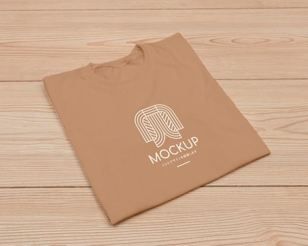 Плоский макет концепции футболки