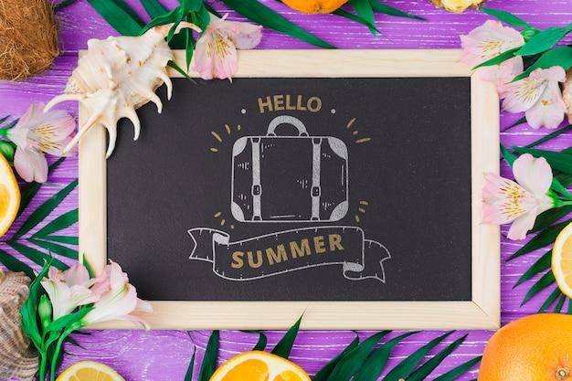 夏の要素を持つフラットレイスレートモックアップ