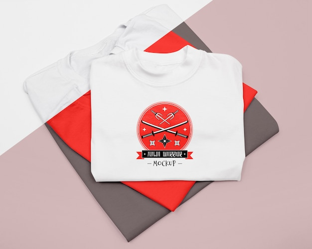Flat lay of t-shirt concept mock-up Free Psd