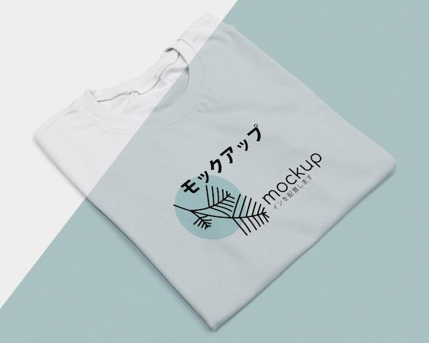 Disposizione piatta del mock-up del concetto di t-shirt