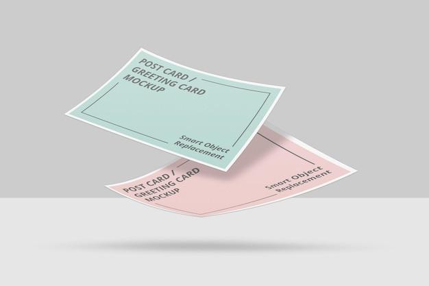 플로팅 초대장 또는 엽서 모형 디자인