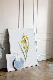 흰 벽에 꽃 프레임 모형