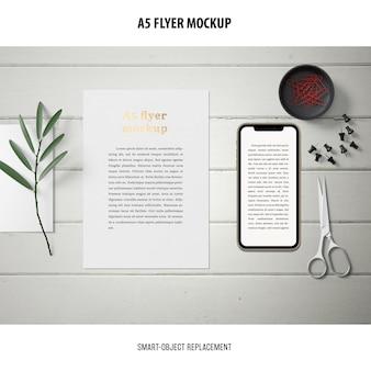 Flyer mockup на рабочем столе