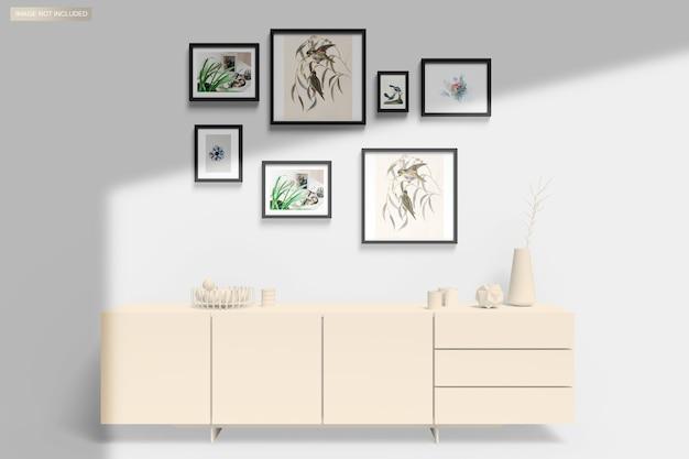 Мокап рамы, висящий на стене над мебелью