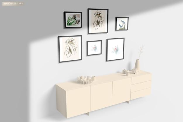 家具の上の壁に掛かっているフレームモックアップ
