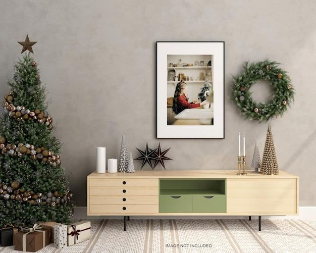 벽에 크리스마스 트리가 있는 프레임 모형