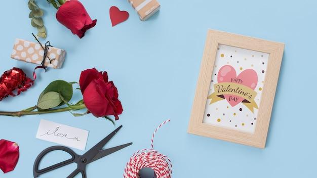 Cornice mockup con rose per san valentino