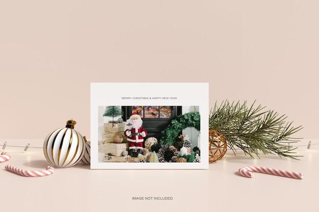 Рамка с рождественским декором и макетом из соснового листа