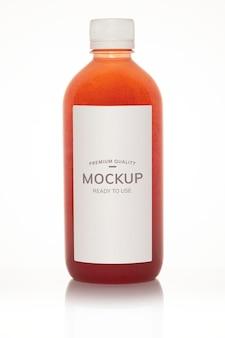 Макет бутылки свежего органического холодного сока