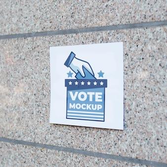 벽에 전면보기 투표 모형