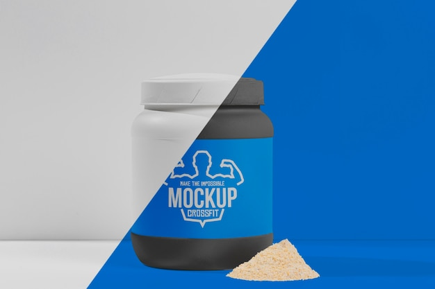 正面の青いタンパク質錠剤と粉末