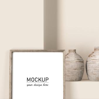 Vista frontale del telaio mock-up con vasi