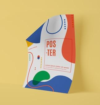 Vista frontale della carta mock-up con forme multicolori