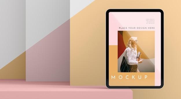 正面図現代のタブレットのモックアップ
