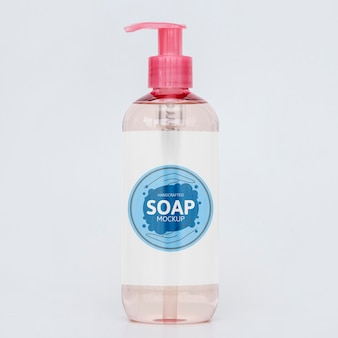 Вид спереди бутылки жидкого мыла