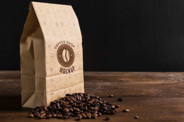 커피 개념 모형의 전면보기