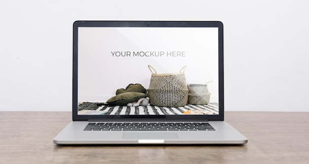 실내 장식을위한 노트북 모형의 전면보기