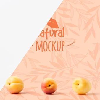桃のモックアップの正面図