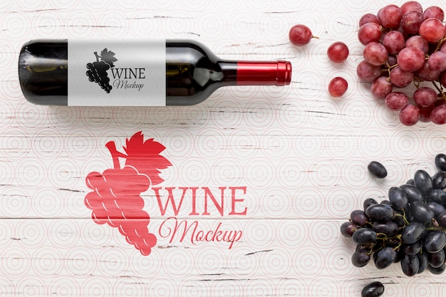 Front view red wine bottle and grapes Free Psd