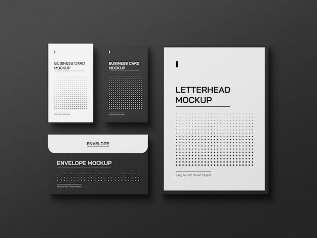 명함 봉투와 레터헤드가 있는 전면 보기 편지지 모형