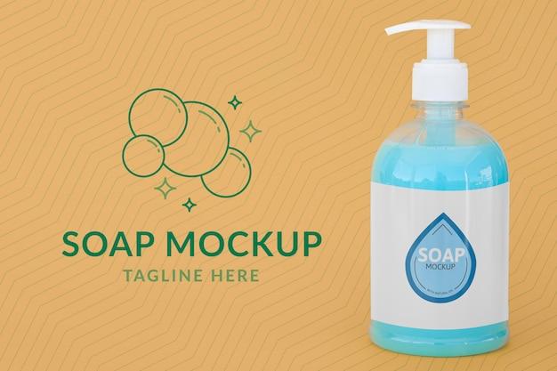 Vista frontale della bottiglia di plastica trasparente di sapone liquido