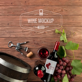 正面のワインボトルとコピースペース付きのグラス