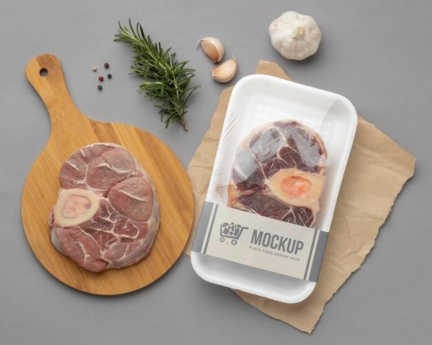 모형 포장이 포함 된 냉동 식품 구색