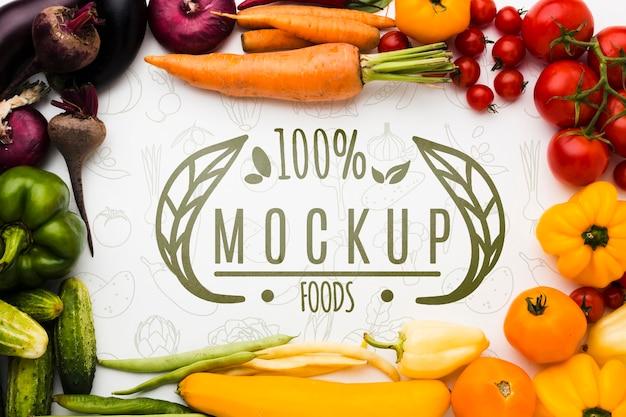 果物と地元産の野菜のモックアップ