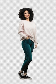 Full body young woman standing and happy Premium Psd
