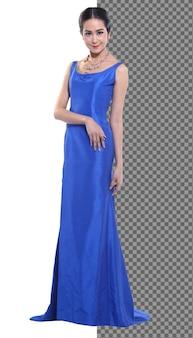 전체 길이의 20대 젊은 아시아 여성은 파란색 실크 이브닝 가운 드레스 하이힐을 신었고, 아름다운 소녀는 흰색 배경 위에 우아한 서서 행복한 미소를 지었습니다.