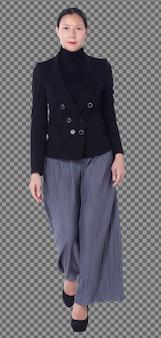 전체 길이 40대 50대 아시아 lgbt 여성 검은 머리 검은 양복 바지는 후면 후면보기를 격리합니다. 여성은 하이힐을 신고 흰색 배경 위에 스마트하게 작업합니다.