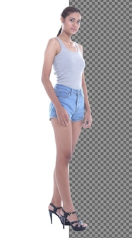 전체 길이 바디 스냅 그림, 20대 아시아 캐주얼 여성은 광대한 짧은 진 바지를 입고 고립되어 있습니다. 검게 그을린 피부 소녀는 흰색 배경 스튜디오 위에 미소를 향해 걸어가는 짧은 직선 검은 머리를 가지고 있습니다
