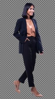 Индийская арабская деловая женщина в полный рост стоит в черном формальном костюме с брюками. адвокат босс идет направо