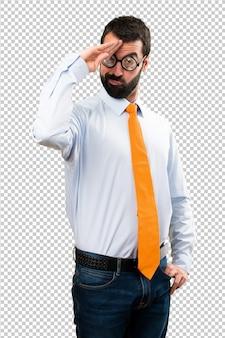 Смешной человек с очками