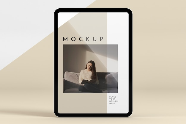 Tablet futuristico con mock-up dello schermo