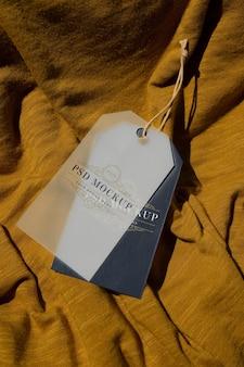 Mockup di etichetta per appendere l'indumento