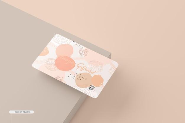 テーブルの上のギフトカードのモックアップ