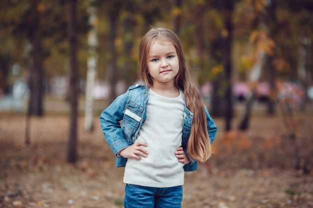 Girl posing in a sweatshirt with mockup