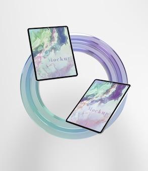 Стекло в форме круга с коллекцией планшета